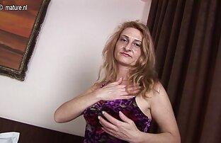 این استمناء زن با کانال سکسی کم حجم استفاده از دوش سبزه را به لذت و ارگاسم باور نکردنی می برد ، او دسته زیر دوش را می کشد