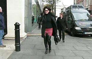 زن زیبا در جوراب ساق بلند سیاه و سفید نوازش دانلود بازی سکسی کم حجم انگشت او
