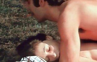 طاس عمو نژاد یک نوزاد با موهای قرمز برای رابطه جنسی دانلود بازی سکسی کم حجم و fucks در او را در سوراخ